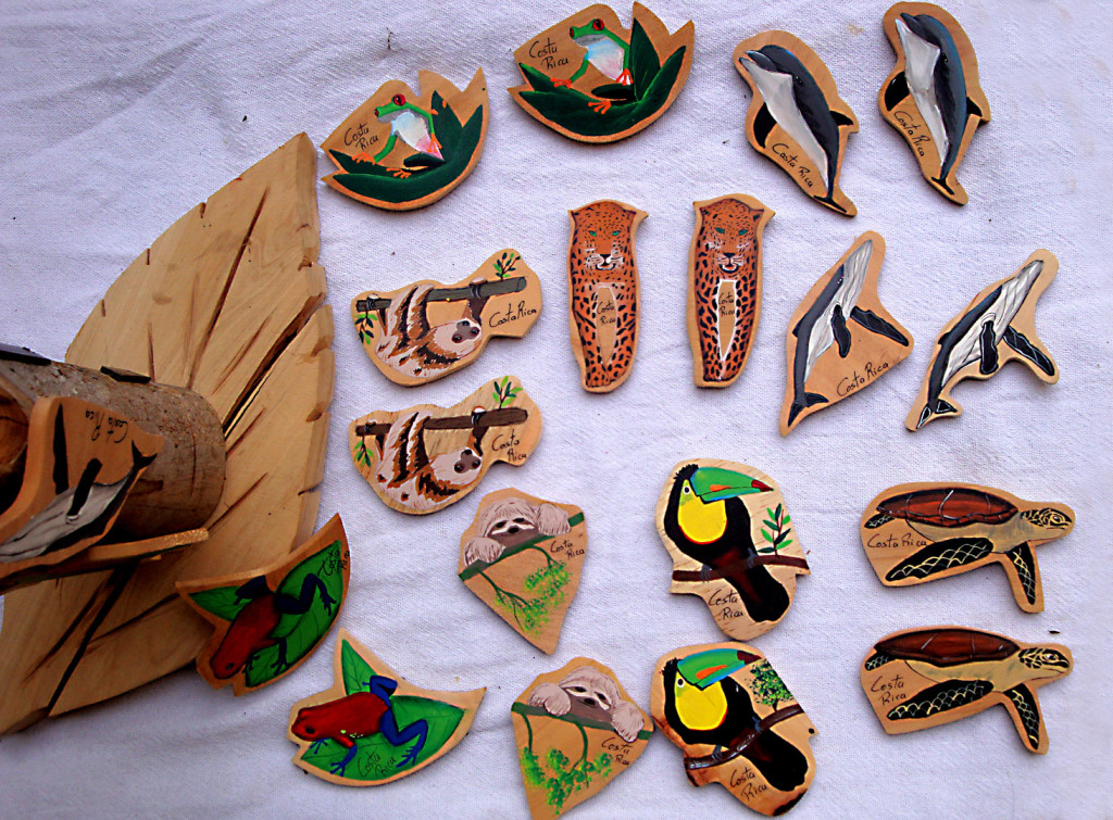 Magnetos ecologicos de madera reciclada