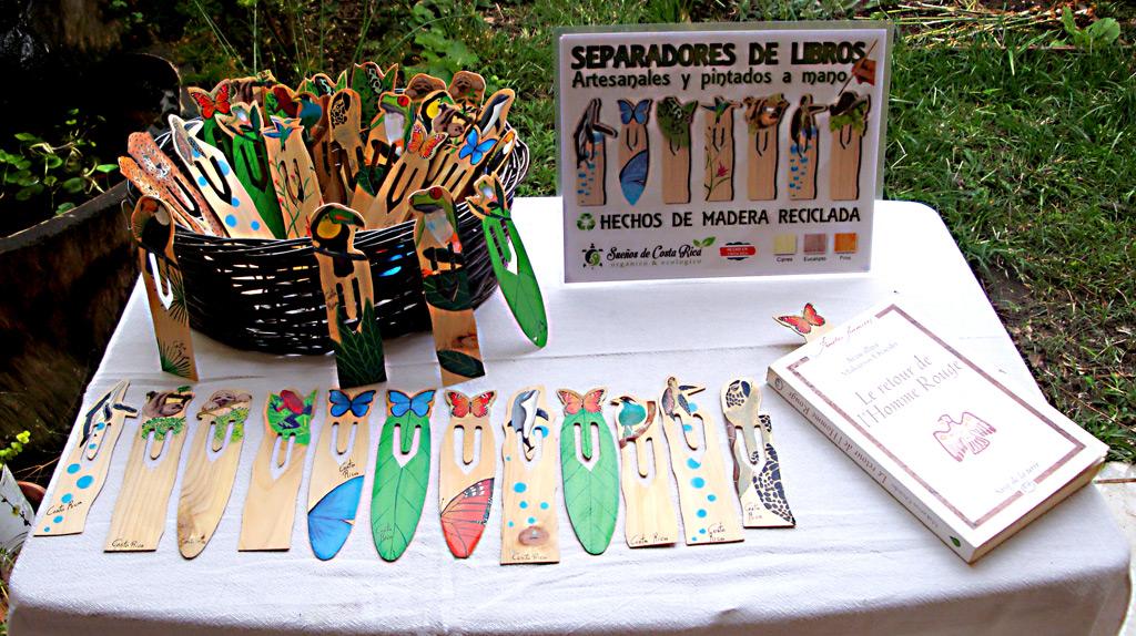 Artesanía de madera reciclada pintado a mano
