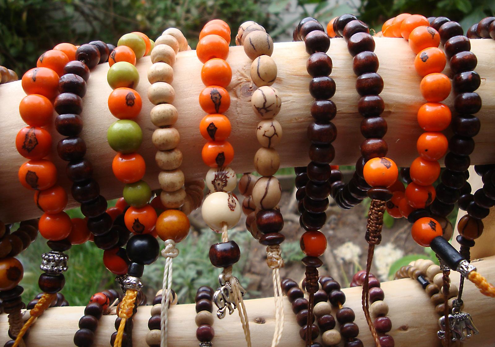 4492f95e5fdd Artesanía de madera y semillas en Costa Rica   japa malas